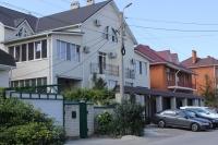 Гостевой дом с бассейном  с подогревом воды «На улице Терновой»